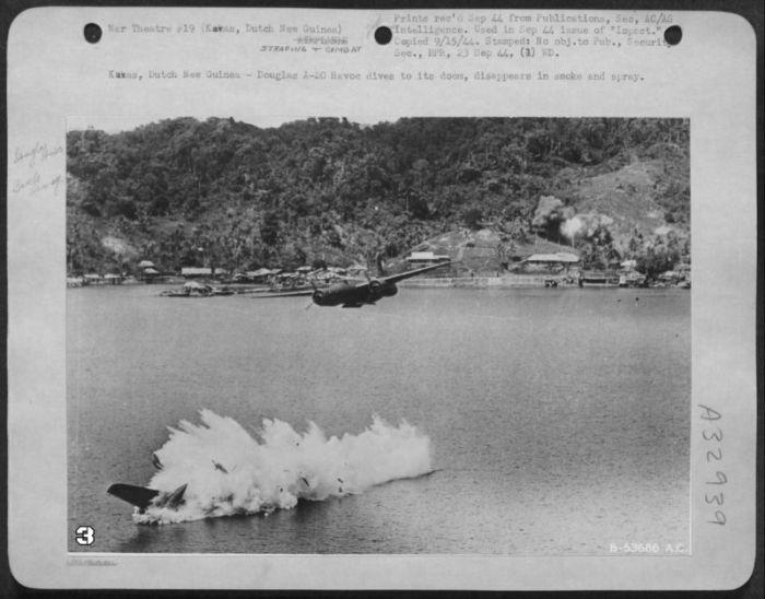 Архивные фотографии подбитых самолетов (24 фото)
