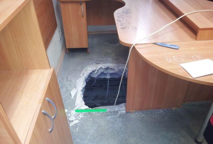 Креативный подход к ограблению офиса (9 фото)