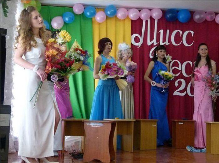 Конкурс красоты в женской колонии (28 фото)