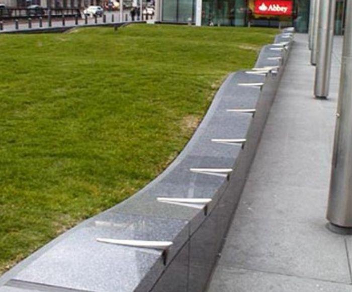 """Уличный дизайн в стиле """"неудобный город"""" (9 фото)"""