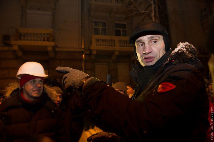 В Киеве начался разгон Майдана (прямая трансляция + 38 фото)