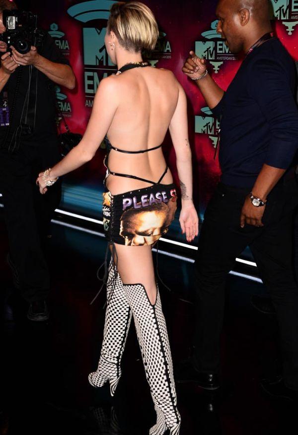 Самые скандальные наряды знаменитых девушек за 2013 год (14 фото)