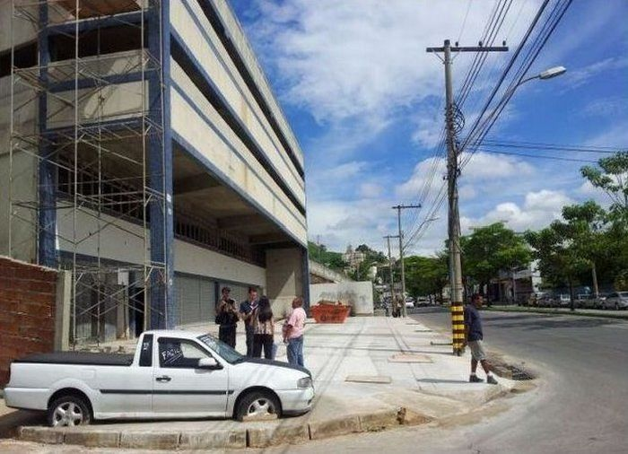 Авто-месть за парковку возле стройки (4 фото)