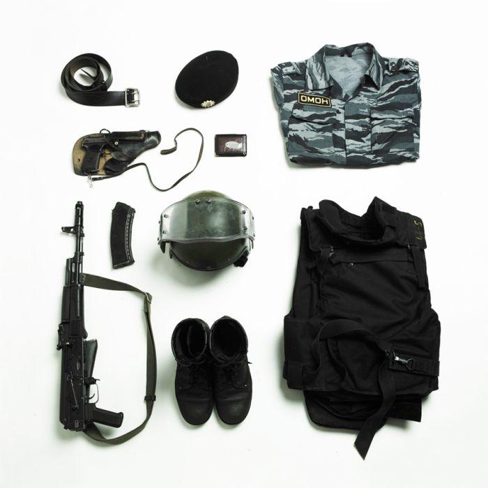 Из чего состояла экипировка российской милиции (7 фото)