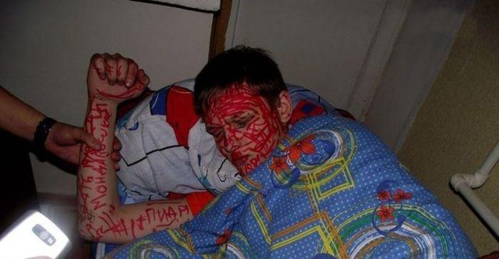 Не оставайтесь ночевать у друзей (39 фото)