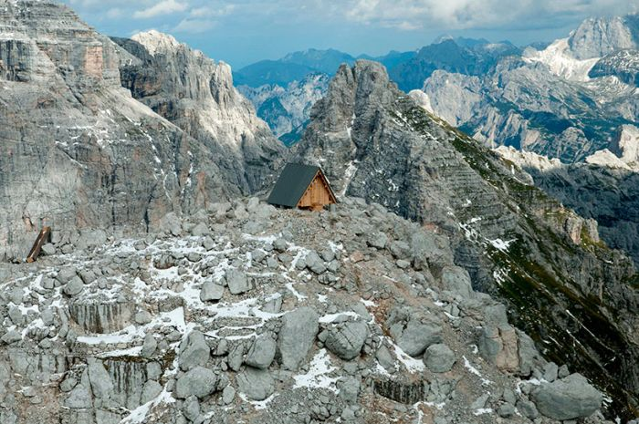 """""""Чилаут"""" для альпинистов на вершине Альп (19 фото)"""