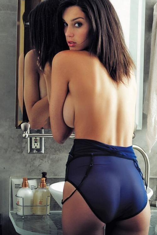 Сексуальные девушки с правильного ракурса (38 фото)