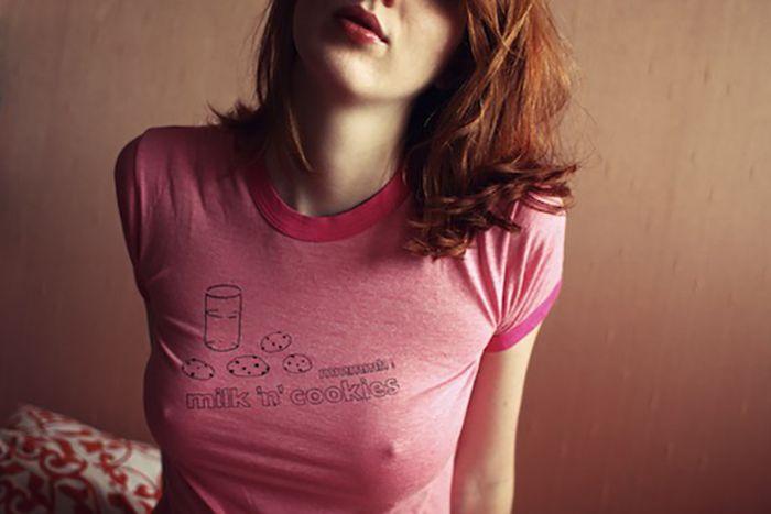 Девушки, которые не носят бюстгальтеров (34 фото)