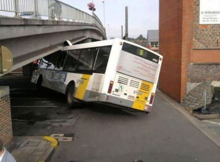Необъяснимые и странные аварии (36 фото)