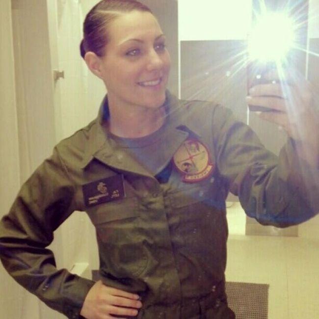 Девушки в военной форме (23 фото)