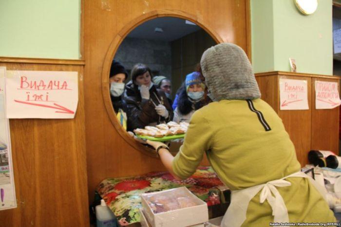 """Как работает """"кухня Евромайдана"""" (19 фото)"""