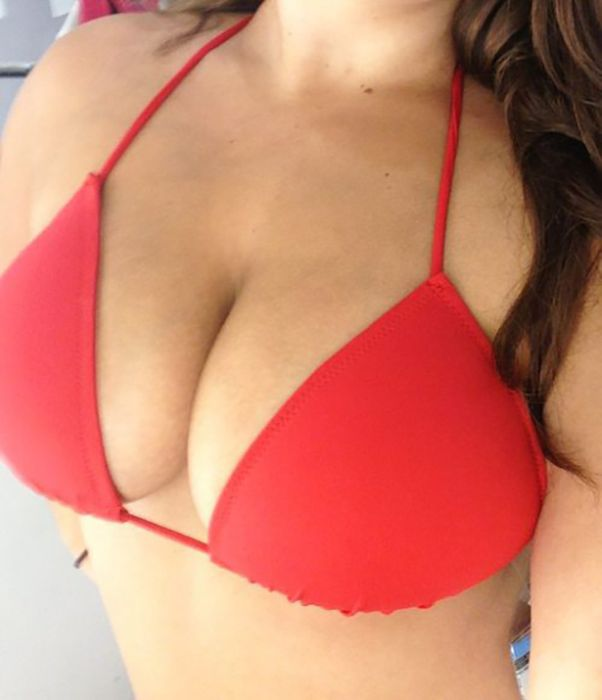 Обворожительные девушки с внушительным размером груди (37 фото)
