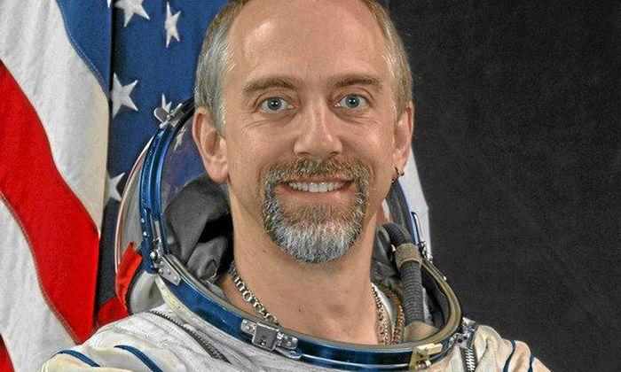Приколы астронавтов в космосе (8 фото)