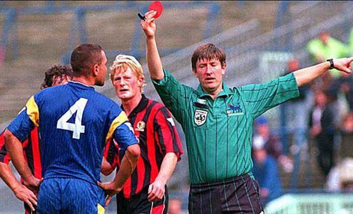 Винни Джонс - один из самых грубых футболистов в мире (9 фото)