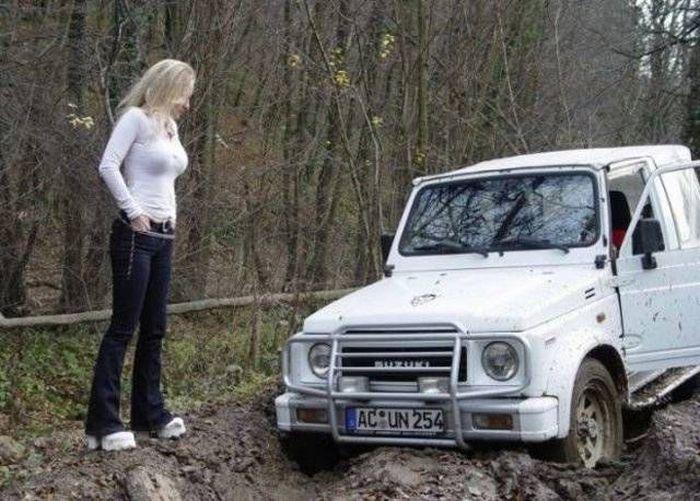 """Девушки в """"неловких"""" ситуациях (32 фото)"""