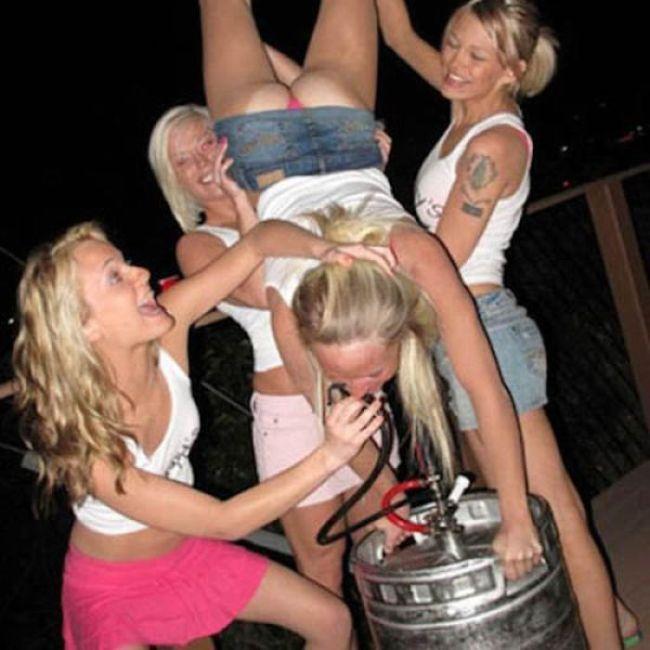 Пьяные тёлки в клубах