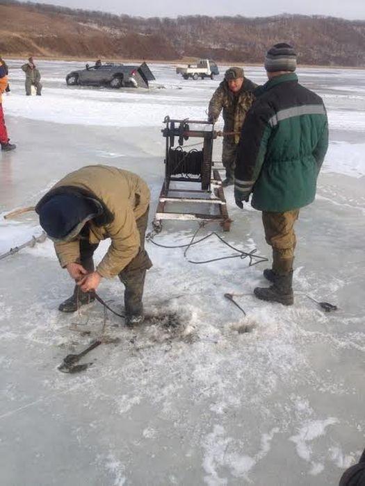 Неудачное завершение зимней рыбалки (9 фото)