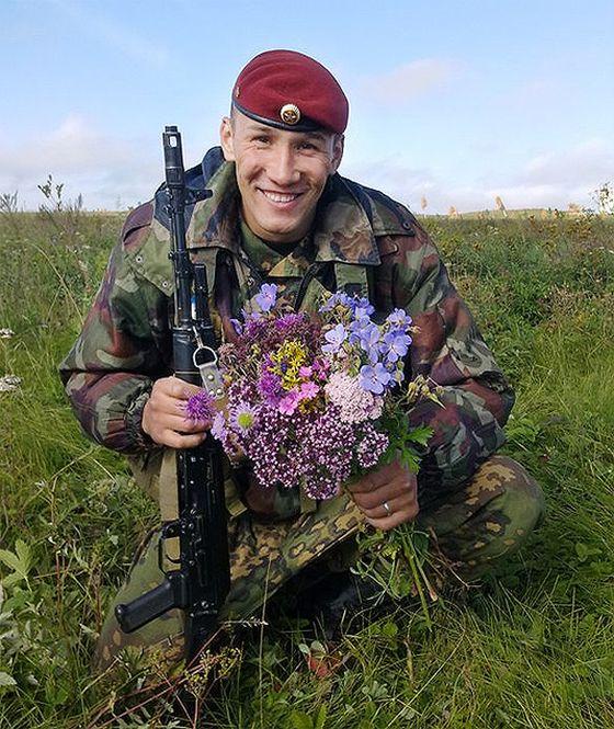 История героя России сержанта Евгения Эпова (3 фото)
