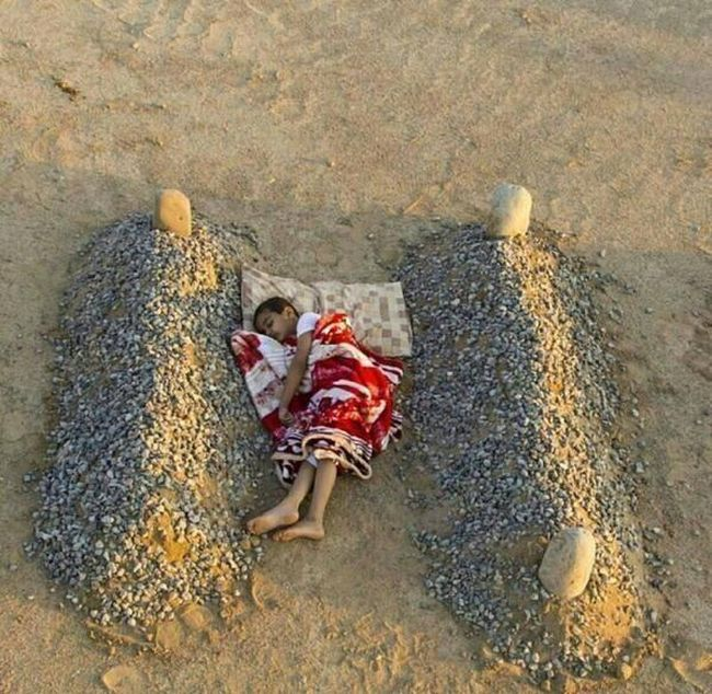 Правда о душераздирающей фотографии сирийского мальчика (2 фото)