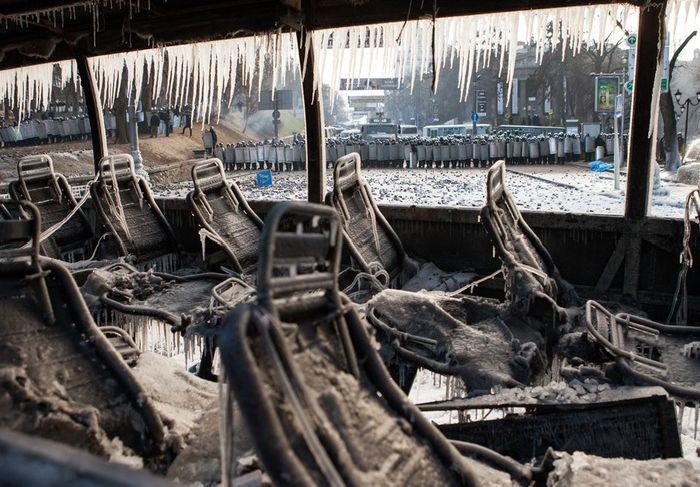 Последствия конфликта между евромайдановцами и правоохранительными органами в центре Киева (10 фото)