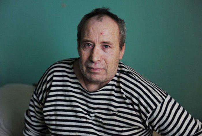 Настоящий герой из российской глубинки, спасший 30 детишек (3 фото)