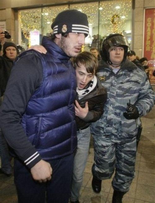 Улицы Санкт-Петербурга будут патрулировать дружинники с Кавказа (4 фото + текст)
