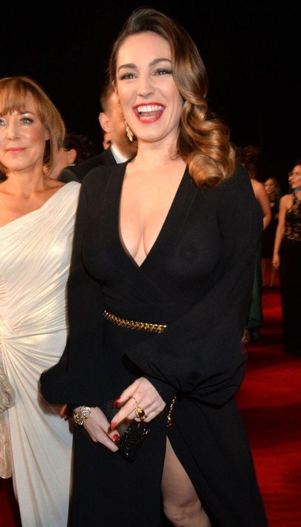 Келли Брук в прозрачном платье (19 фото)
