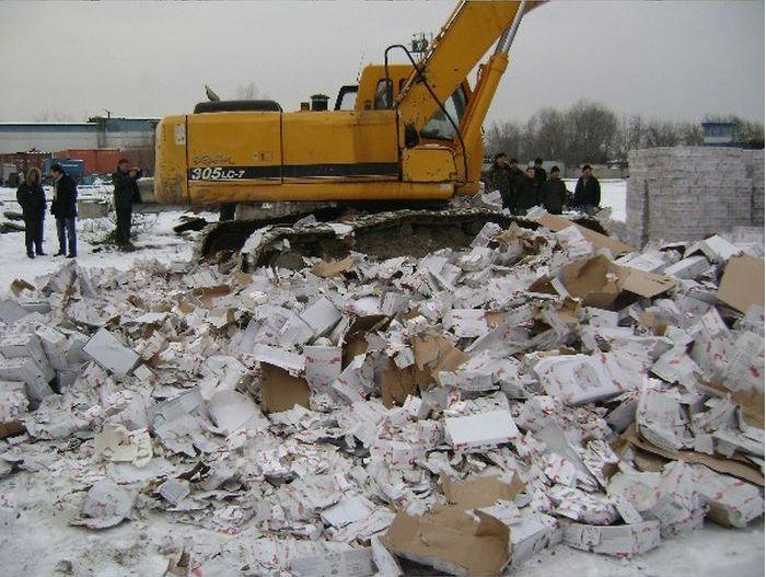 Как уничтожили просроченные рафаэллки (7 фото)