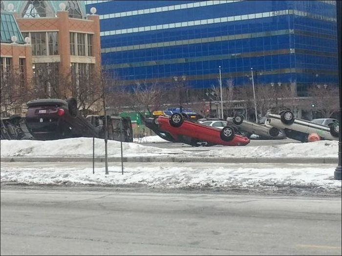 Странный случай на парковке (4 фото)