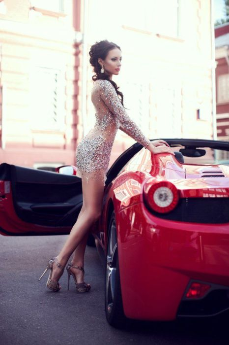 Сексуальные девушки и красивые автомобили (52 фото)