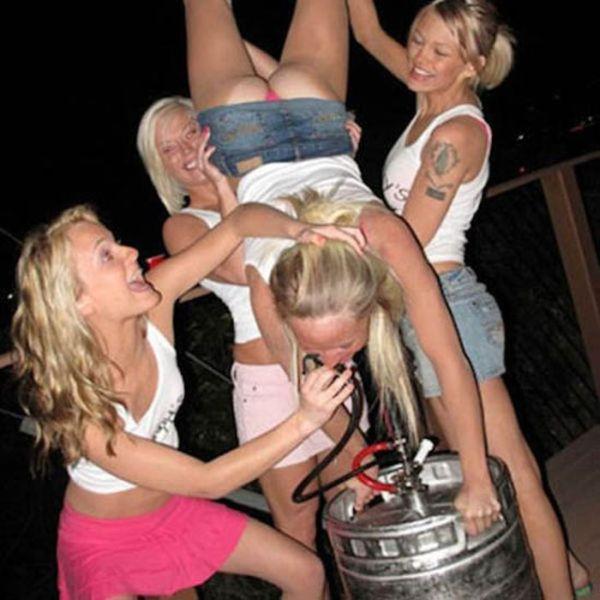 Девушки отрываются на выходных (52 фото)