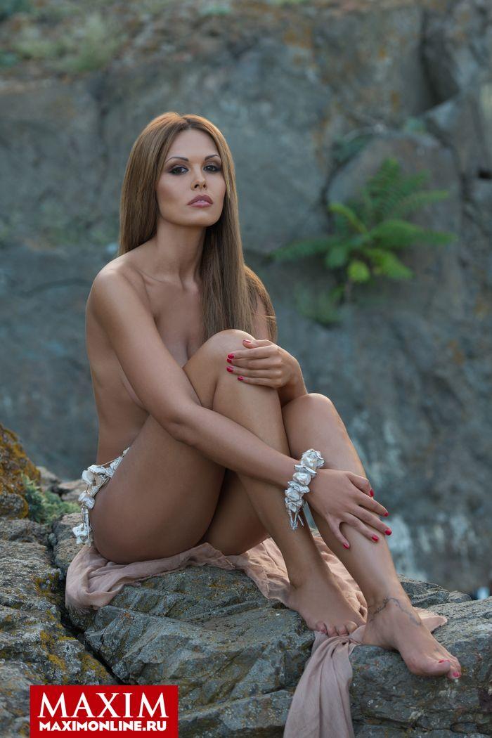 Лучшие фотосессии привлекательных девушек из журнала Maxim. Часть 2 (15 фото)