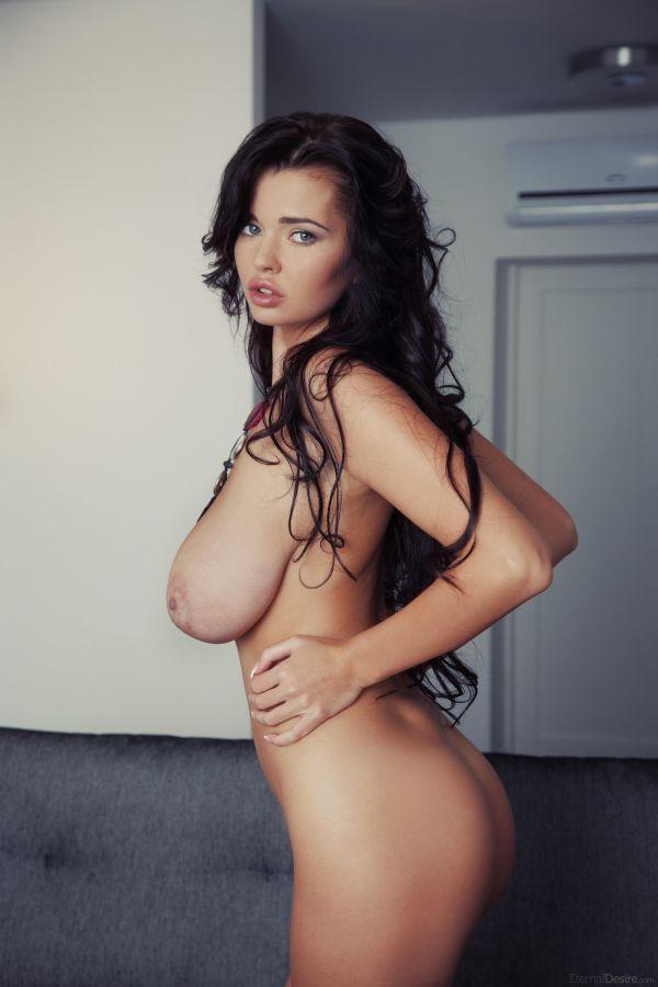 какого размера самая большая грудь