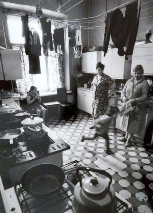 Жизнь в коммунальной квартире (11 фото)