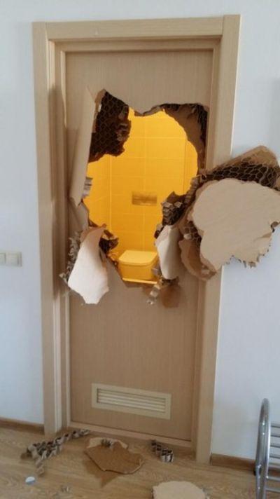 Олимпийский спортсмен застрял в ванной комнате (3 фото)