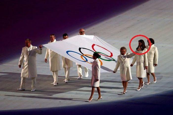 Кто выносил олимпийский флаг на открытии Олимпиады в Сочи (5 фото)