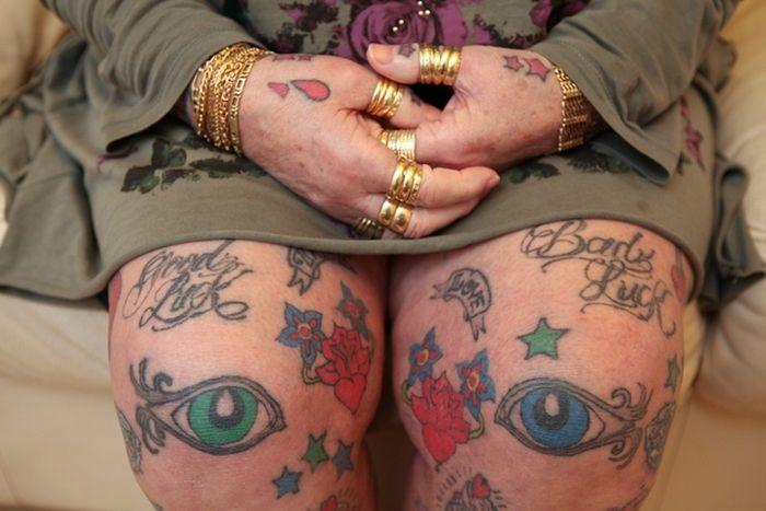 64-летняя бабушка, которая любит татуировки (9 фото)