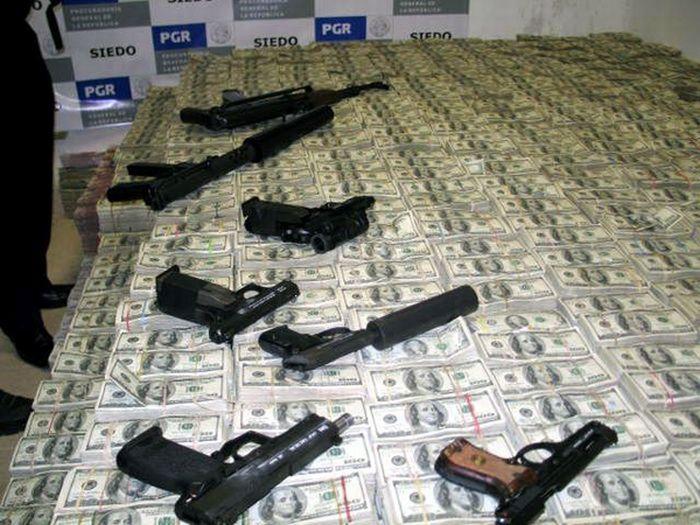 Фотографии из дома мексиканского наркобарона (23 фото)
