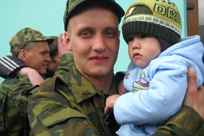 Жертвы дедовщины в Российской армии (13 фото)
