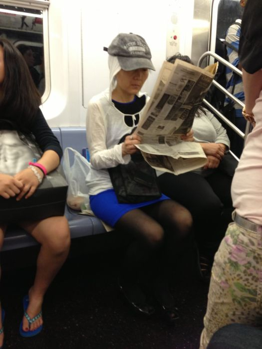 Странная мода у пассажиров в метро (56 фото)