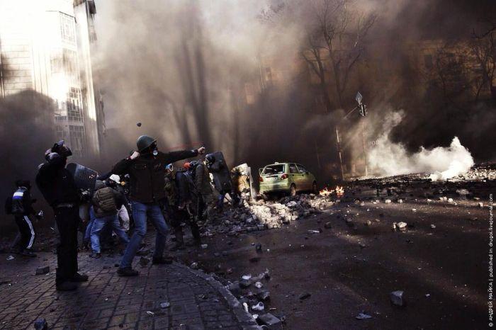 Масштабные беспорядки в центре Киева 18 февраля 2014 года (70 фото + 4 видео)