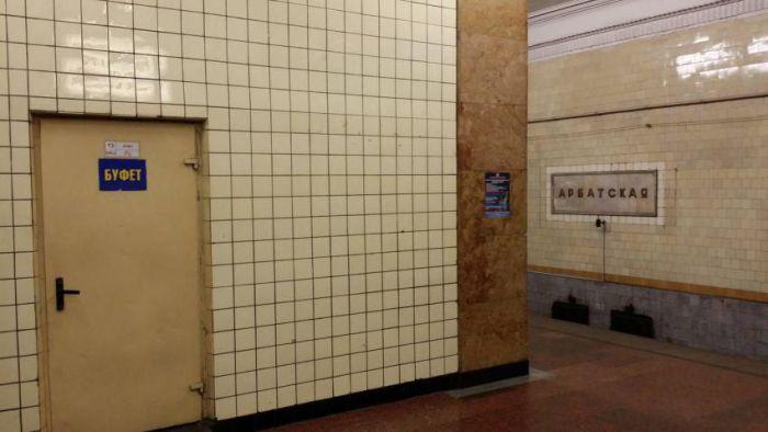Буфет советских времен на станции московского метро (5 фото)