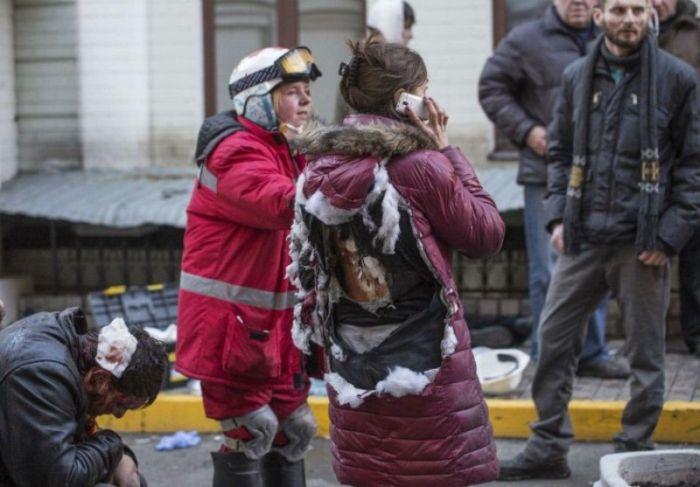 Девушка из Киева, в которую кинули гранату (3 фото)