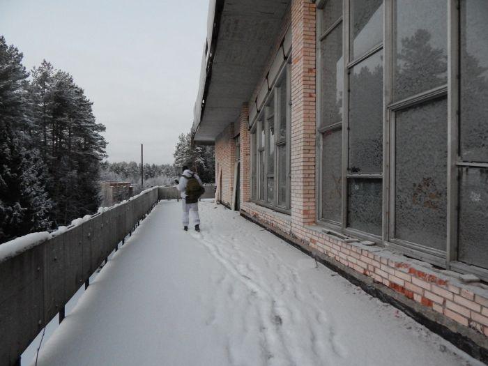 Прогулка по заброшенному детскому лагерю (34 фото)
