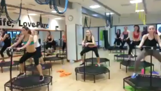 Экстремальный фитнес: круто девки отжигают