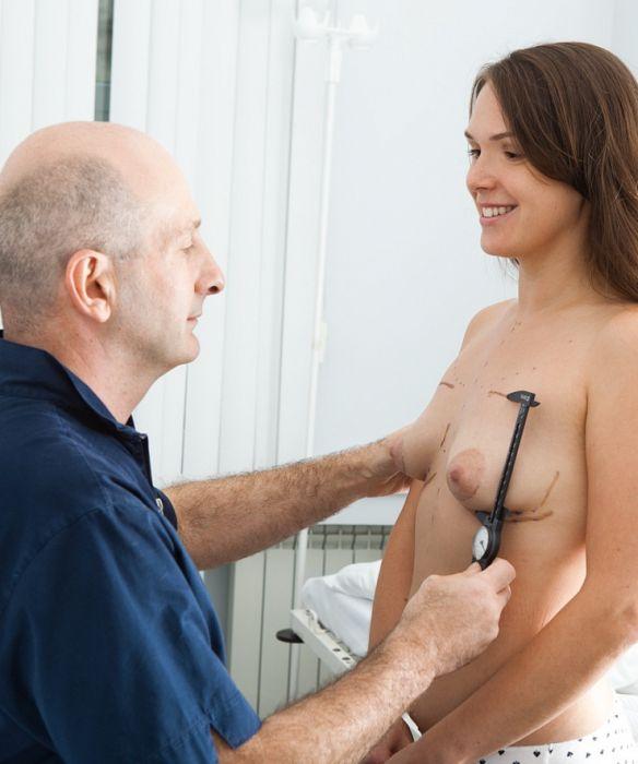 Некоторым девушкам силиконовая грудь просто необходима (8 фото)