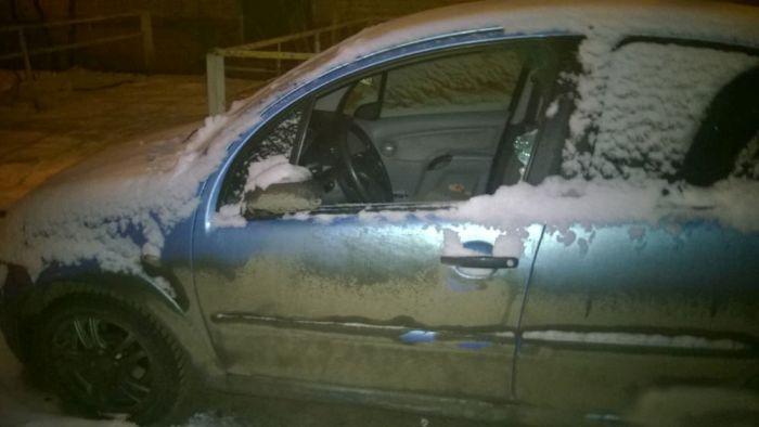 Парень из Подмосковье выследил вандала, разбившего стекло в машине (15 фото)
