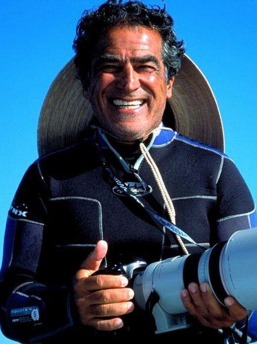 Удивительный кадр: Фотограф один на один с акулой (11 фото)