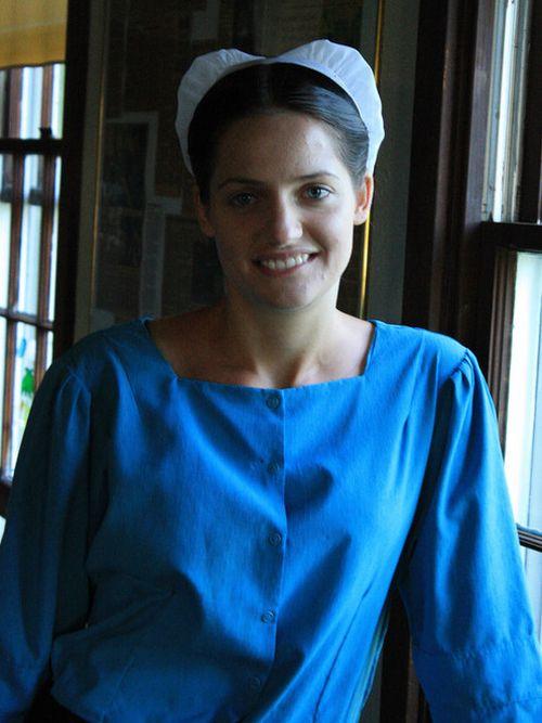 Девушка покинула общину амишей (10 фото)
