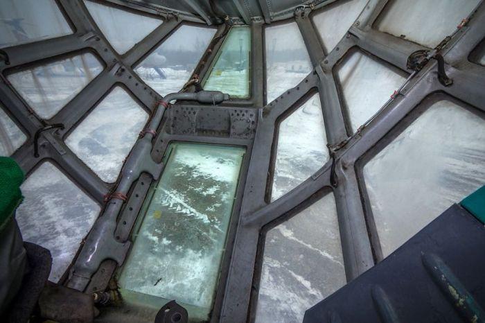 Прогулка по борту самолёта Ил-76Т (36 фото)